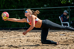 Emi van Driel in action. From July 1, competition in the Netherlands may be played again for the first time since the start of the corona pandemic. Nevobo and Sportworx, the organizer of the DELA Eredivisie Beach volleyball, are taking this opportunity with both hands. At sunrise, Wednesday exactly at 5.24 a.m., the first whistle will sound for the DELA Eredivisie opening tournament in Zaandam on 1 July 2020 in Zaandam.