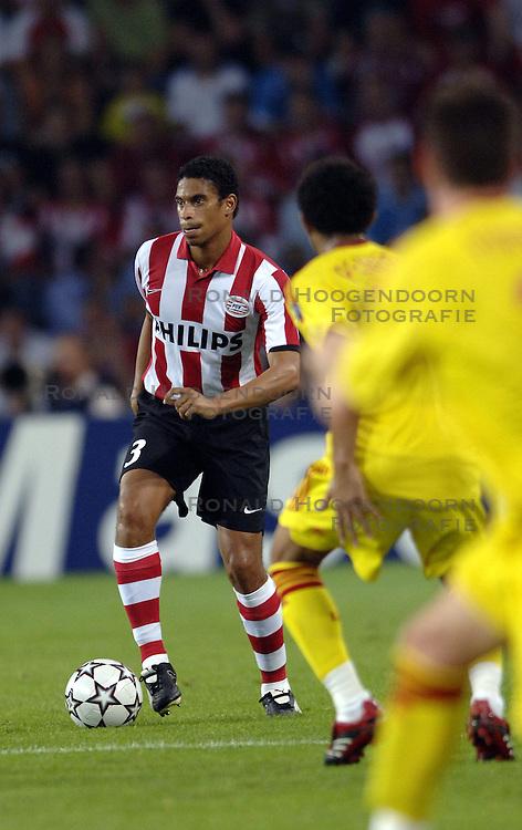 12-09-2006 VOETBAL: CHAMPIONS LEAGUE: PSV - LIVERPOOL: EINDHOVEN<br /> PSV en Liverpool eindigt zoals ze begonnen zijn 0-0 / Michael Reiziger<br /> &copy;2006-WWW.FOTOHOOGENDOORN.NL