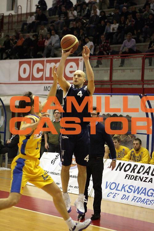 DESCRIZIONE : Fidenza Lega A Dilettanti 2009-10 Siram Fidenza Fortitudo Bologna<br /> GIOCATORE : Alejandro Muro<br /> SQUADRA : Fortitudo Bologna<br /> EVENTO : Campionato Serie A Dilettanti 2009-2010 <br /> GARA : Siram Fidenza Fortitudo Bologna<br /> DATA : 31/01/2010 <br /> CATEGORIA : Tiro<br /> SPORT : Pallacanestro <br /> AUTORE : Agenzia Ciamillo-Castoria/D.Vigni<br /> Galleria : Lega Nazionale Pallacanestro 2009-2010 <br /> Fotonotizia : Fidenza Lega A Dilettanti 2009-2010 Siram Fidenza Fortitudo Bologna<br /> Predefinita :
