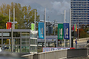 """Ludwigshafen. 19.10.16 BASF.<br /> Zwei Tage nach der tödlichen Explosion beim Chemiekonzern BASF in Ludwigshafen haben Taucher einen Toten im Becken des Landeshafens Nords gefunden. Wie Polizei und Staatsanwaltschaft gemeinsam mitteilten, dauert die Identifizierung noch an. """"Ob es der Vermisste ist, wissen wir noch nicht"""", sagte eine Polizeisprecherin.  Auf Antrag der Staatsanwaltschaft soll der Leichnam obduziert werden. <br /> - BASF setzt Flaggen auf Halbmast<br /> Bild: Markus Proßwitz 19OCT16 / masterpress"""