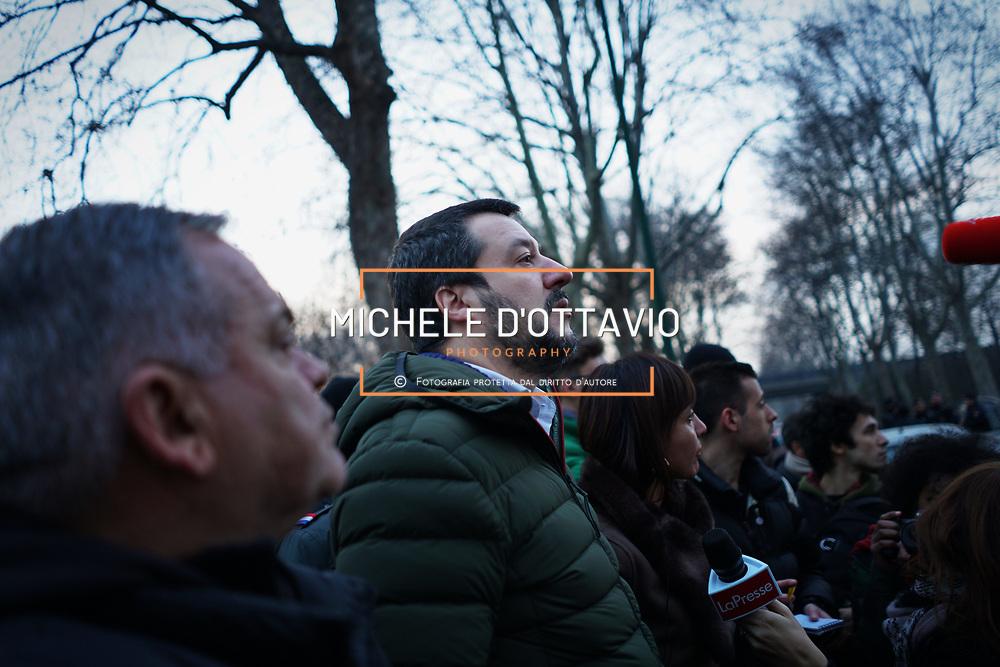 Torino 1 febbraio 2018: Matteo Salvini per il suo tour elettorale, si è presentato al campo rom di via Germagnano.