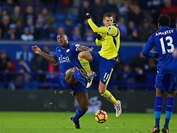 LEICESTER, ENGLAND - Boxing Day Monday, December 26, 2016: Everton's Kevin Mirallas in action against Leicester City's captain Wes Morgan during the FA Premier League match at Filbert Way. (Pic by David Rawcliffe/Propaganda)