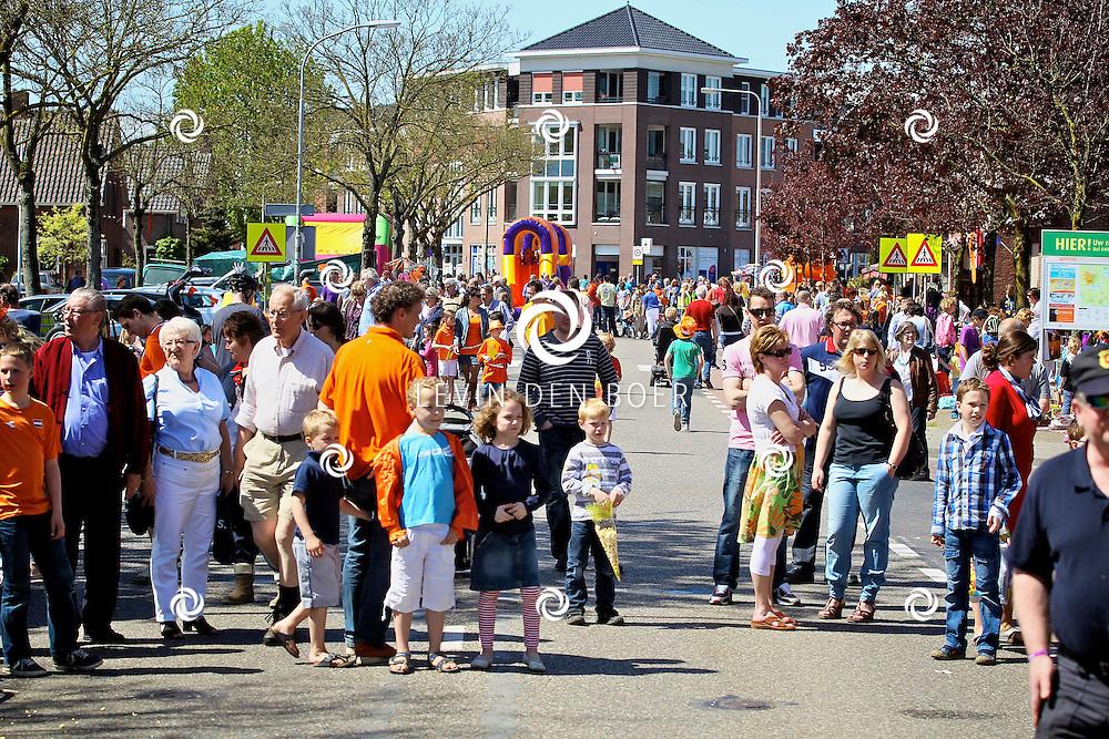 HEDEL - Koninginnedag 2012 in Hedel met diversen activiteiten. FOTO LEVIN DEN BOER - PERSFOTO.NU