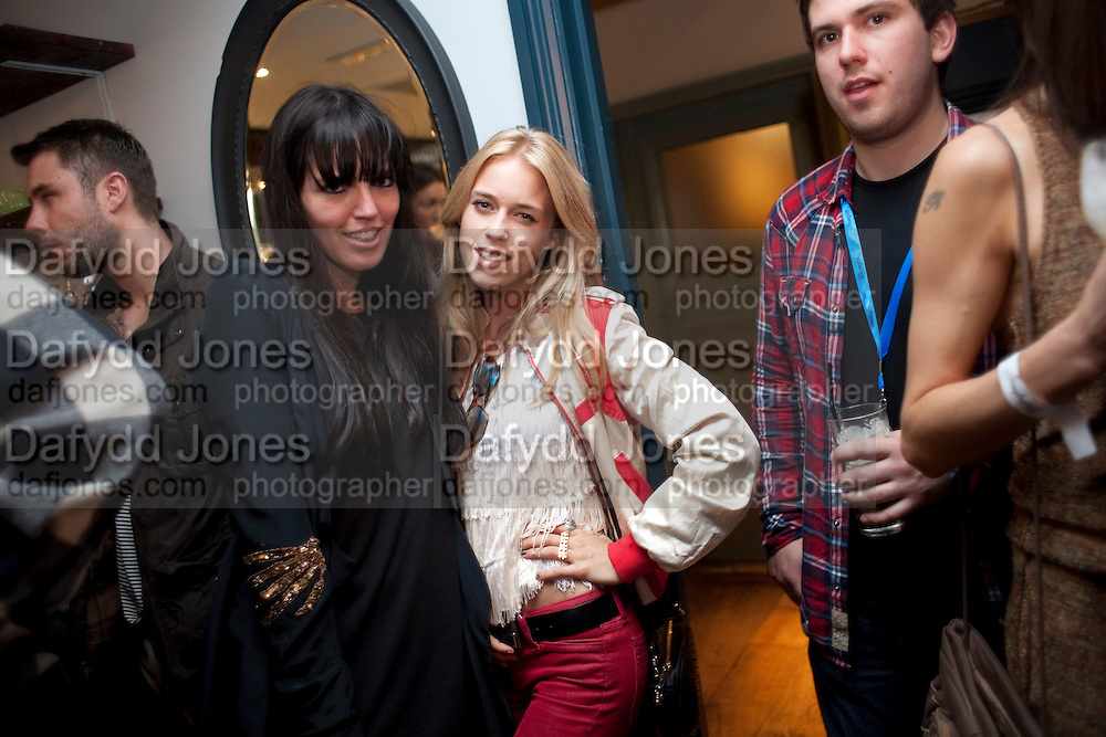 NICKY HUNTER; MARY CHARTERIS, WranglerÕs Nottinghill Carnival Party at the Bumpkin restaurant.  Westbourne Park Rd. London W1. 28 August 2011. <br /> <br />  , -DO NOT ARCHIVE-© Copyright Photograph by Dafydd Jones. 248 Clapham Rd. London SW9 0PZ. Tel 0207 820 0771. www.dafjones.com.<br /> NICKY HUNTER; MARY CHARTERIS, Wrangler's Nottinghill Carnival Party at the Bumpkin restaurant.  Westbourne Park Rd. London W1. 28 August 2011. <br /> <br />  , -DO NOT ARCHIVE-© Copyright Photograph by Dafydd Jones. 248 Clapham Rd. London SW9 0PZ. Tel 0207 820 0771. www.dafjones.com.