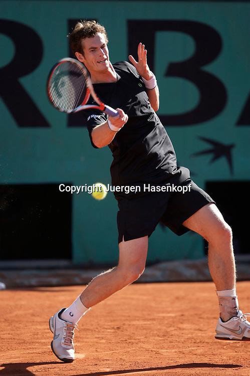 French Open 2009, Roland Garros, Paris, Frankreich,Sport, Tennis, ITF Grand Slam Tournament,<br /> Andy Murray (GBR)  spielt eine Vorhand,forehand,action,<br /> <br /> <br /> <br /> Foto: Juergen Hasenkopf
