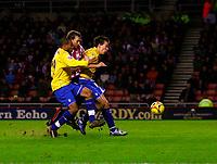 Photo: Andrew Unwin.<br />Sunderland v Preston North End. Coca Cola Championship. 30/12/2006.<br />Sunderland's Chris Brown (C) fights for the ball.