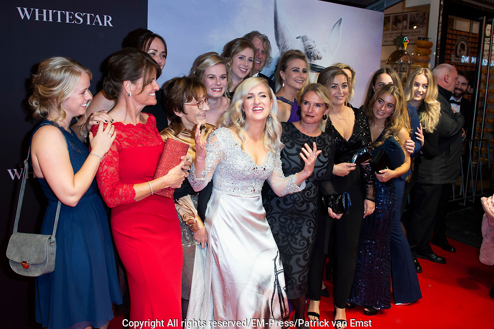 Feestelijke premiere Britt Dekkers Whitestar in Pathe Tuschinski.<br /> <br /> Op de foto:  Britt Dekker en haar paarden vriendinnen