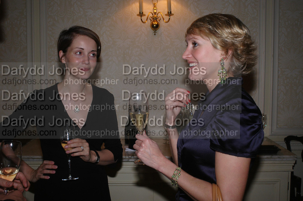 Charlotte de Botton and Isabella Sherlock. Art Review Dom Perignon Christmas dinner. Grosvenor Place. 14 December 2004. ONE TIME USE ONLY - DO NOT ARCHIVE  © Copyright Photograph by Dafydd Jones 66 Stockwell Park Rd. London SW9 0DA Tel 020 7733 0108 www.dafjones.com