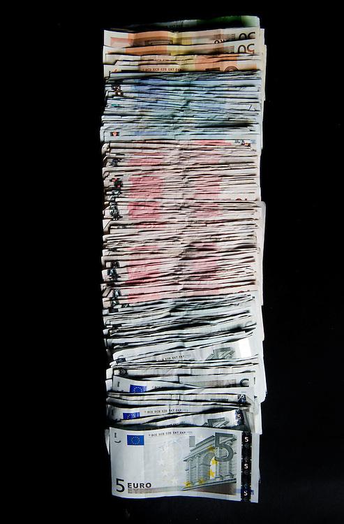 Nederland, Driebergen, 25 jan 2010.Geld, stapel geld.Papiergeld...Foto (c) Michiel Wijnbergh..