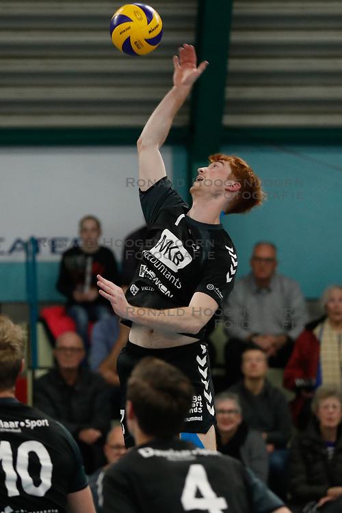 20181124 NED: Volleyball Top League ZVH - VCV: Zevenhuizen<br />Diede Woudsma (7) of MKB Accountants VCV <br />©2018-FotoHoogendoorn.nl / Pim Waslander
