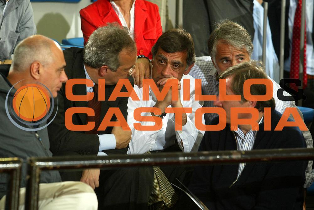 DESCRIZIONE : ROMA CAMPIONATO LEGA A1 2004-2005 <br /> GIOCATORE : VELTRONI - TOTI - MALAGO - TOBIA<br /> SQUADRA : LOTTOMATICA VIRTUS ROMA <br /> EVENTO : CAMPIONATO LEGA A1 2004-2005 <br /> GARA : LOTTOMATICA VIRTUS ROMA-BIPOP CARIRE REGGIO EMILIA <br /> DATA : 30/04/2005 <br /> CATEGORIA :  <br /> SPORT : Pallacanestro <br /> AUTORE : Agenzia Ciamillo-Castoria