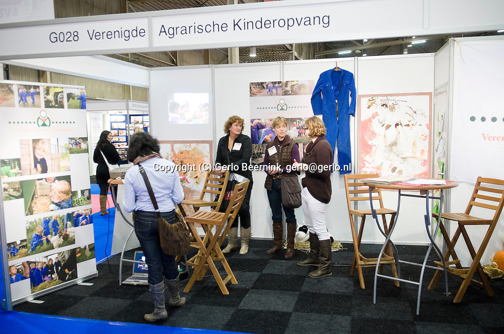 Nederland, Den Bosch, 20101105..KindVak, vakbeurs voor professionals in de kinderopvang, buitenschoolse opvang en brede scholen. In de Brabanthallen in Den Bosch..Stand van de agrarische kinderopvang. Kinderopvang op een boerderij neemt grote vormen aan...Netherlands, Den Bosch, 20101105..KindVak, trade show for professionals in child care, after school care and community schools. In the Brabant Hallen in Den Bosch..Stand of the agricultural child care. Child care at farms is increasingly growing..