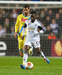 SWANSEA, WALES - Thursday, February 20, 2014: Swansea City's Nathan Dyer in action against SSC Napoli during the UEFA Europa League Round of 32 1st Leg match at the Liberty Stadium. (Pic by David Rawcliffe/Propaganda)