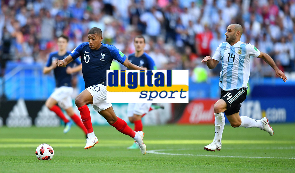 Soccer Football - World Cup - Round of 16 - France vs Argentina - Kazan Arena, Kazan, Russia - June 30, 2018 France s Kylian Mbappe in action with Argentina s Javier Mascherano FOOTBALL : France vs Argentine - Coupe du Monde 2018 - Kazan - 30/06/2018 AI/Reuters/Panoramic PUBLICATIONxNOTxINxFRAxITAxBEL AI