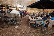 Bij Lage Vuursche rijden mountainbikers mee met het off-road fietsevenement Where The Streets Have No Name.<br /> <br /> Mountainbikers ride at the trails during the off-road bike festival Where The Streets Have No Name near Lage Vuursche.