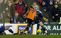 Fotball<br /> England 2004/2005<br /> Foto: SBI/Digitalsport<br /> NORWAY ONLY<br /> 22.01.2005<br /> <br /> Reading v Ipswich Town <br /> Coca-Cola Championship<br /> <br /> Darren Bent of Ipswich slots the opening goal past Marcus Hahnemann of Reading.