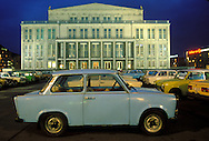 GDR, German Democratic Republic, Leipzig, the opera house at the Karl-Marx square (today Augustus square), Trabant car.....DDR, Deutsche Demokratische Republik, Leipzig, die Oper am Karl-Marx-Platz (heute Augustusplatz), Trabi...Januar/January 1990....