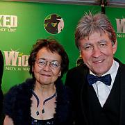 NLD/Scheveningen/20111106 - Premiere musical Wicked, Bartho Braat en partner Jetske van den Bijtel