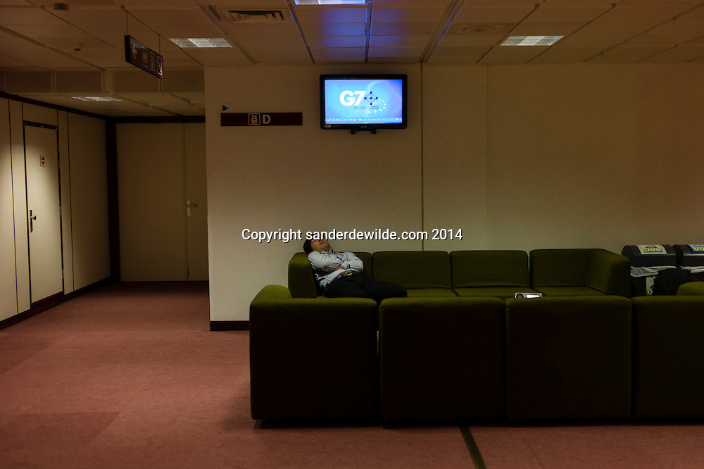Brussels 4th of June 2014 The G7 meeting in Brussels contains the eight most industrialized countries , this time without Russia's Vladimir Putin.A man sleeps in one of the benches of the press floor