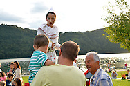 Il Lago Specchio delle Stelle,festa e spettacoli artistici e pirotecnici al Bigfish al lago di Levico Terme, Levico Terme 10 agosto 2016 © foto Daniele Mosna