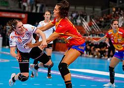 15-12-2019 JAP: Final Netherlands - Spain, Kumamoto<br /> The Netherlands beat Spain in the final and take historic gold in Park Dome at 24th IHF Women's Handball World Championship / Laura van der Heijden #6 of Netherlands, Lara Gonzalez Ortega #27 of Spain