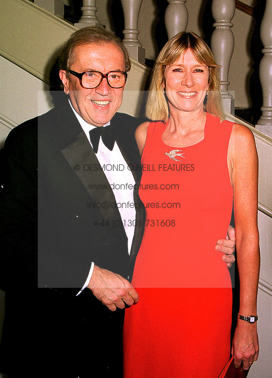SIR DAVID and LADY CARINA FROST  at a dinner in London on 23rd October 1998.MLD 13