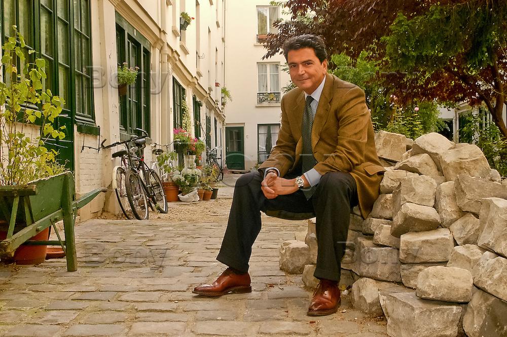 Pierre Lellouche sur les traces de son enfance, dans le 9eme arrondissement de Paris, France.