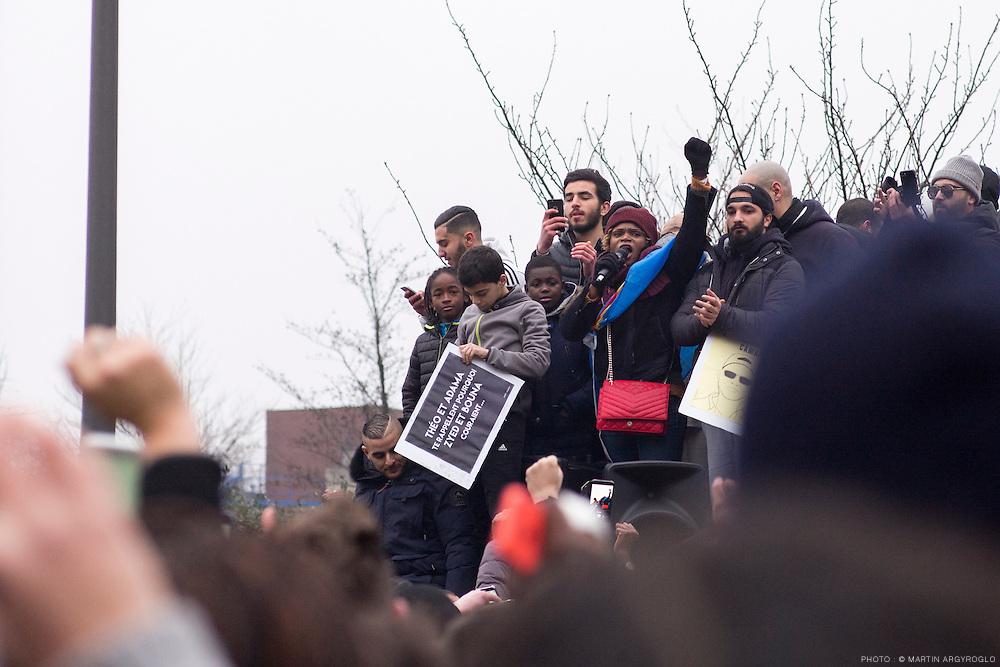 Rassemblement en soutien à Théo, Adama et toutes les victimes de violences policières. Bobigny (Seine-Saint-Denis), samedi 11 février 2017. Prise de parole de la mère de Théo.
