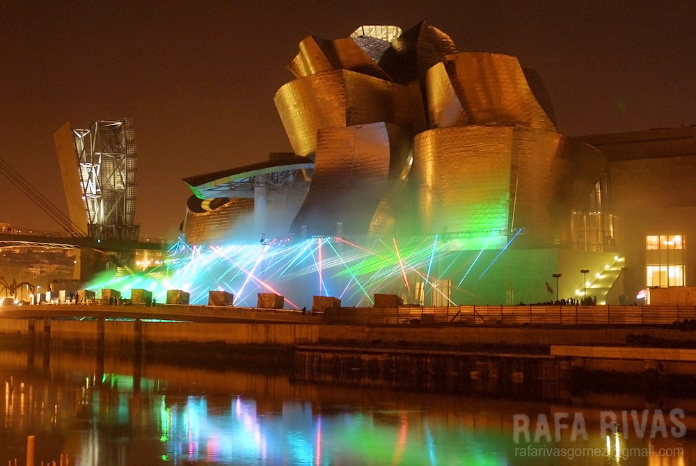 A laser show by Japanese artist Hiro Yamagata illuminates, 29 October 2001, the Guggenheim Museum in the northern Spanish Basque city of Bilbao.