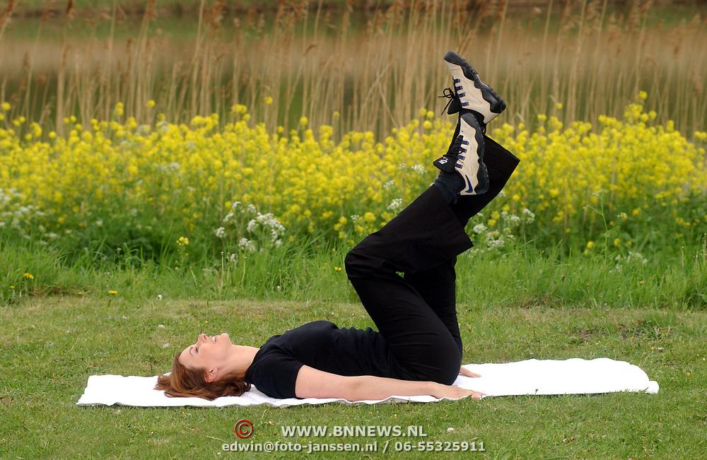 Uitvoeren van oefening afslankmiddel Vedax door Pernille la Lau