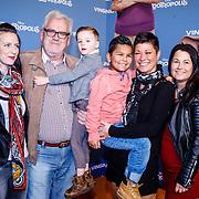 NLD/Amsterdam/20160213 - Premiere Zootropolis, Ernst Daniel Smid en partner Aly Burgers, Dochter Lieneke, kleinkind en stiefkinderen