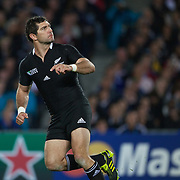 Stephen Donald, New Zealand, kicks what proved to be the match winning penalty kick during New Zealand's 8-7 win over France  in the IRB Rugby World Cup Final at Eden Park, Auckland, New Zealand. 23rd October 2011. Photo Tim Clayton...