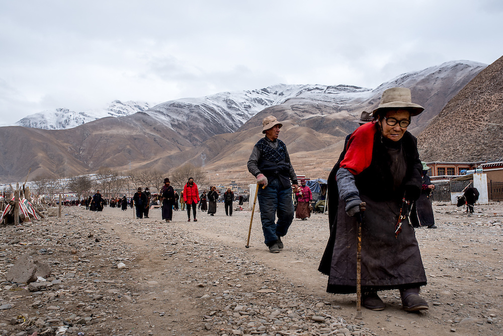 Tibetans walk loops around the Gyanak mani wall in Yushu prefecture, Tibet (Qinghai, China).