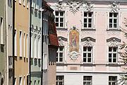 Rokoko Fassade in der Fürstenstraße, Straubing, Donau, Bayerischer Wald, Bayern, Deutschland | Rokoko building, Straubing, Danube, Bavarian Forest, Bavaria, Germany
