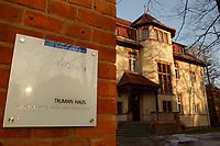 15 JAN 2002, POTSDAM/GERMANY:<br /> Truman-Haus, Gebaeude (Altbau) der Friedrich-Naumann-Stiftung, Karl-Marx-Strasse<br /> IMAGE: 20020115-02-006<br /> KEYWORDS: Gebäude, Haus, Schild, sign