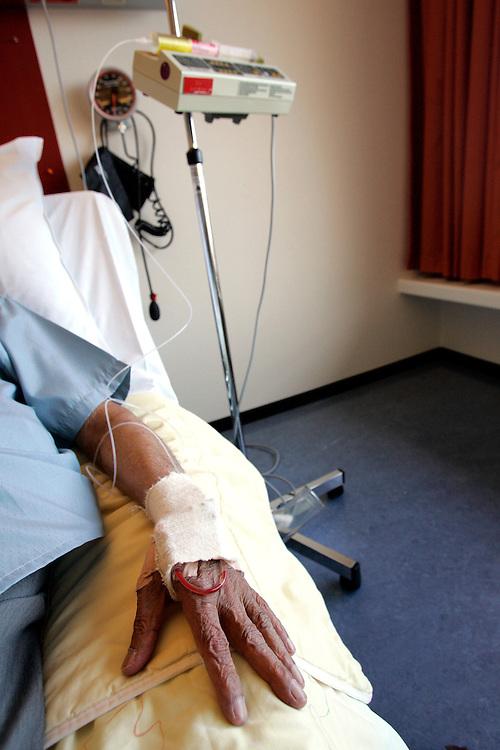 The Hague. Hospital. MCH. Medisch Centrum Haaglanden. Med drip, IV..Photo: Gerrit de Heus