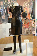 Beatrix opent tentoonstelling M&aacute;xima, 10 jaar in Nederland.//<br /> Queen Beatrix opens the exibition Maxima 10 years in the Netherlands<br /> <br /> Op de foto: &quot;Leren Outfit&quot; // &quot;Leather Outfit&quot;