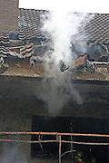 Mannheim. 23.02.17   BILD- ID 044  <br /> Schönau. Brand im Mehrfamilienhaus. Bei dem Brand in einem Vierfamilienhaus am Donnerstagnachmittag auf der Schönau ist ein geschätzter Schaden von rund 300 000 Euro entstanden. Das Feuer war im ersten Obergeschoss ausgebrochen und hatte auf das Dachgeschoss übergegriffen, teilte die Polizei mit. Die Bewohner konnten das Haus im Ludwig-Neischwander-Weg rechtzeitig verlassen. Verletzt wurde bei dem Brand niemand. Die Feuerwehr brachte den Brand unter Kontrolle. Die Brandursache ist noch nicht bekannt.<br /> Bild: Markus Prosswitz 23FEB17 / masterpress (Bild ist honorarpflichtig - No Model Release!)