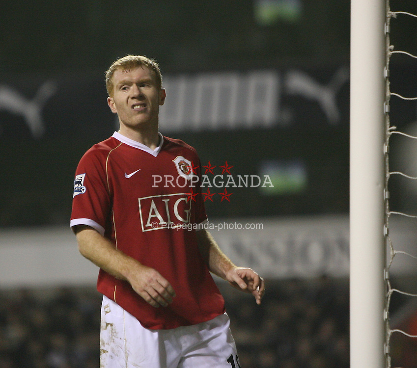 London, England - Sunday, February 4, 2007: Manchester United's Paul Scholes during the Premiership match against Tottenham Hotspur at White Hart Lane. (Pic by Chris Ratcliffe/Propaganda)