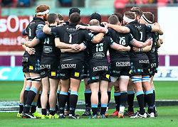 Glasgow Warriors team huddle before kick off<br /> <br /> Photographer Simon King/Replay Images<br /> <br /> Guinness PRO14 Round 19 - Scarlets v Glasgow Warriors - Saturday 7th April 2018 - Parc Y Scarlets - Llanelli<br /> <br /> World Copyright © Replay Images . All rights reserved. info@replayimages.co.uk - http://replayimages.co.uk