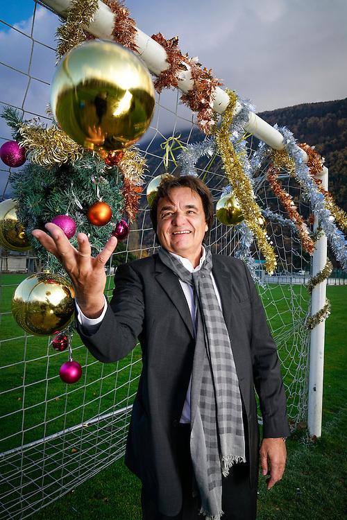 Christian Constantin est un dessinateur en b&acirc;timent, propri&eacute;taire d'un bureau d'architecture, promoteur immobilier et dirigeant de football suisse, actuellement le pr&eacute;sident du FC Sion depuis 2003. Il r&eacute;side aujourd'hui &agrave; Sion en Valais.<br /> Martigny, novembre 2016<br /> &copy;Nicolas Righetti/ Lundi13
