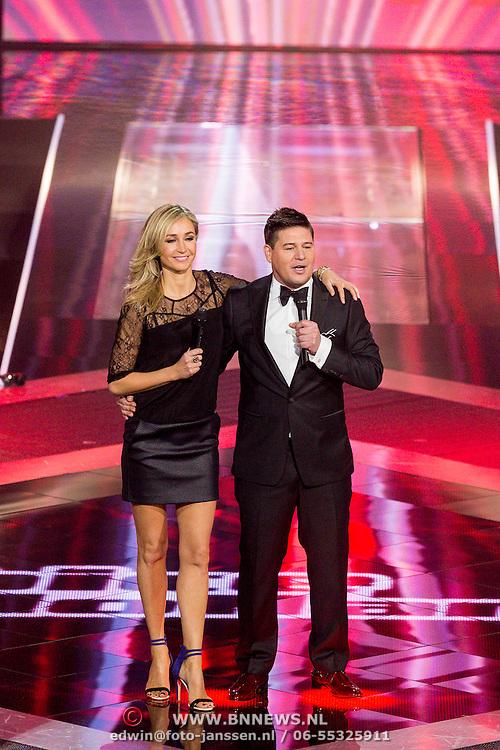 NLD/Hilversum/20131220 - Finale The Voice of Holland 2013, presentatoren Wendy van Dijk en Martijn Krabbe