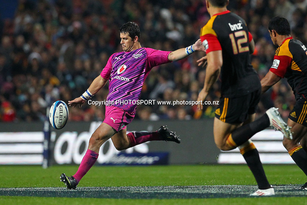 Bulls' Morne Steyn puts in a kick. Super Rugby rugby union match, Chiefs v Bulls at Waikato Stadium, Hamilton, New Zealand. Friday 25th May 2012. Photo: Anthony Au-Yeung / photosport.co.nz
