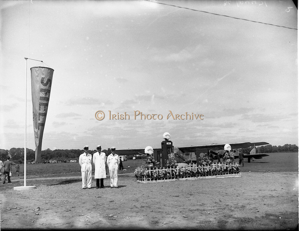 20/05/1956<br /> 05/20/1956<br /> 20 May 1956<br /> Aero Club of Ireland Annual Air Show at Weston airfield, Leixlip, Co. Kildare. Irish shell fuel pumps and attendants at the show.