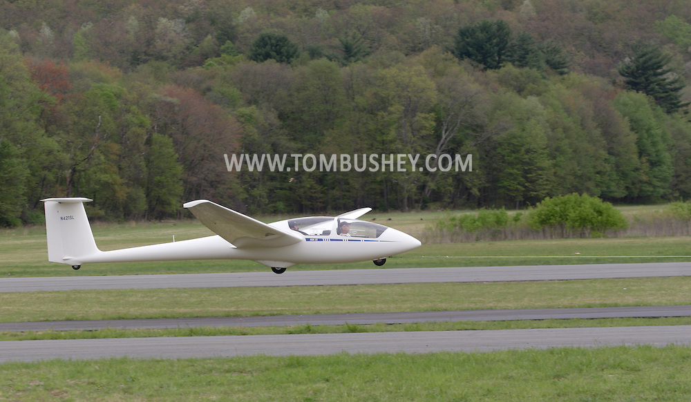 Wurtsboro, NY - A 2006 Schleicher ASK-21 glider takes off at the grand reopening of Wurtsboro Airport on May 11, 2008.