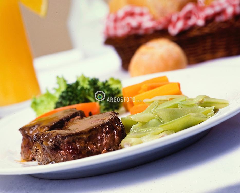 Prato de carne e legumes / A dish of meat and vegetables
