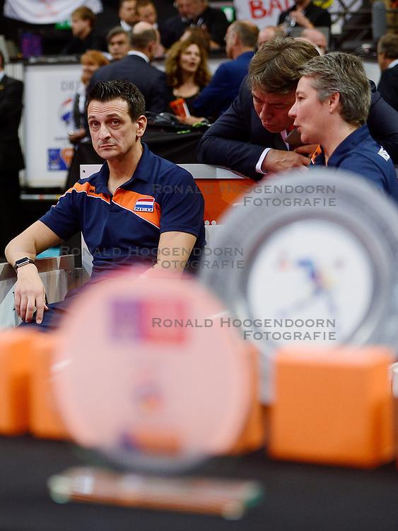 04-10-2015 NED: Volleyball European Championship Final Nederland - Rusland, Rotterdam<br /> Nederland verliest kansloos met 3-0 van het sterke Rusland / Coach Giovanni Guidetti