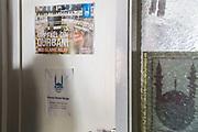 Waleed Hakeem, Rabita-moskeen, Det Islamske Forbundet i Norge, omviser i moskeen i Oslo. Foran kontoret til Islamic Relief, inne i Rabita-moskeen. Islamic Relief Norge er et underbruk av Islamic Relief Worldwide (IRW), IRW is banned by the United Arab Emirates, Israel, the Swiss banks Credit Suisse and UBS, and HSBC – the United Kingdom's largest bank – due to its ties to Hamas and other terrorists. Det Islamske Forbundet i Norge (DIF, er en muslimsk organisasjon i Oslo. De driver Rabita-moskeen i Calmeyers gate 8 i Oslo. <br /> Etablert i 1987 av muslimer med forskjellig bakgrunn. De er medlem av paraplyorganisasjonen Islamsk Råd Norge, og har som mål å beskrive Islam for ikke-muslimer og bidra til å formidle Islams budskap til det norske samfunnet.<br /> I 2004 kjøpte de et  lokale på ca. 3 000 kvm i Calmeyers gate 8. Her drives det restaurant, koranskole for barn og ungdom, og det blir undervist i arabisk, islam og Koranen, og i flere ungdomsorganisasjoner. DIF omfatter Ung Muslim, Rabitas Unge Norge, Jenter i Fokus, Rabita speiderforbund og Quranforbundet.
