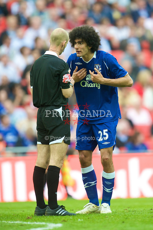 LONDON, ENGLAND - Sunday, April 19, 2009: Everton's Marouane Fellaini complains to referee Mike Riley during the FA Cup Semi-Final match at Wembley. (Photo by David Rawcliffe/Propaganda)