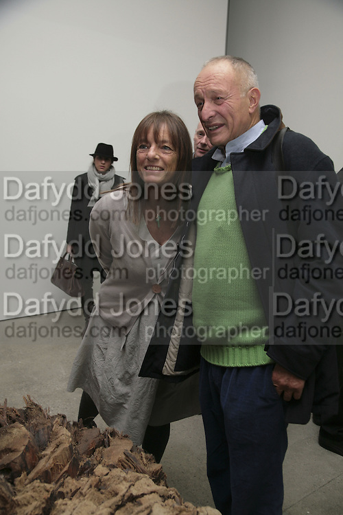 Sir Richard and Lady Ruth Rogers, Aperiatur Terra, Private View of work by  Anselm Kiefer<br />White Cube, Mason's Yard. - Afterwards dinner at the  NCP Brewer Street (Top<br />Floor)  London, 25 January 2007. -DO NOT ARCHIVE-© Copyright Photograph by Dafydd Jones. 248 Clapham Rd. London SW9 0PZ. Tel 0207 820 0771. www.dafjones.com.